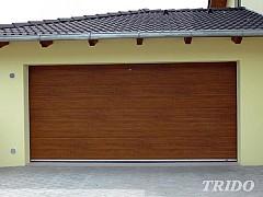 Sekční garážová výsuvná vrata pod strop Trido