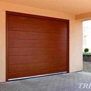 Garážova vrata v rodinném domě