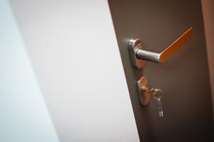 dvere-zamykani